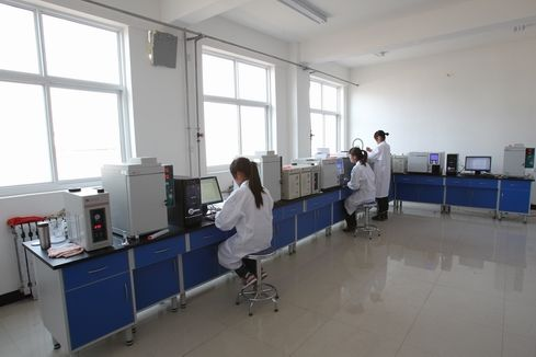 山西大同某实验室氮气发生器使用现场